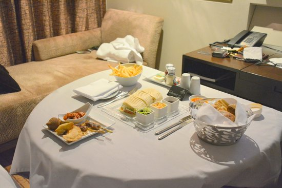 The Westin Bahrain City Centre : late night in room snack