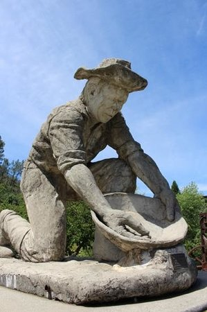 Old Town Auburn : gold mining statue