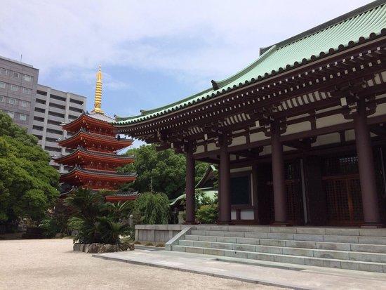 Tochoji Temple : 本殿と塔
