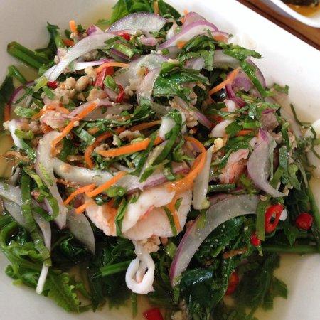 Krua Mon Khai: ยำผักกูด