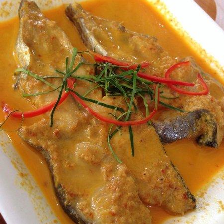 Krua Mon Khai: แกงเหลืองปลาคัง