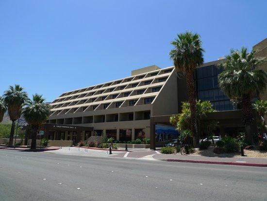 Hyatt Palm Springs : Outside