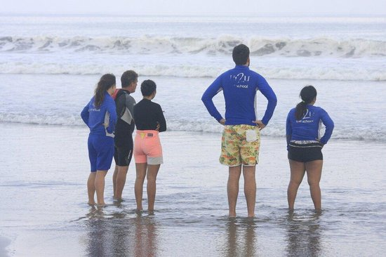UP2U Surf School Bali : Paul teaches our group to learn the wave, choose the best one for you base on your ability.
