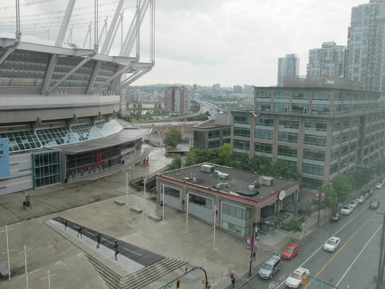 Hampton Inn & Suites Downtown Vancouver: BC Stadium and Cambie Bridge from Room 910,