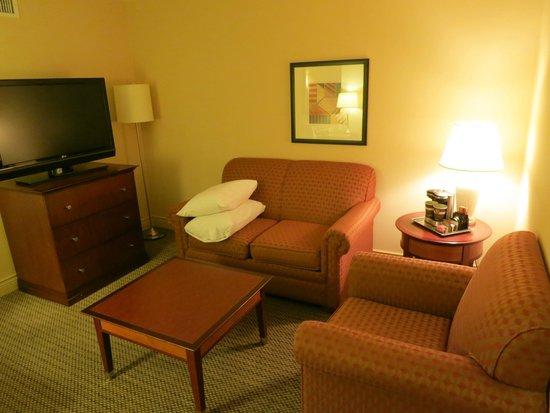 Hilton Vancouver Airport: Living room, junior suite, room 1602