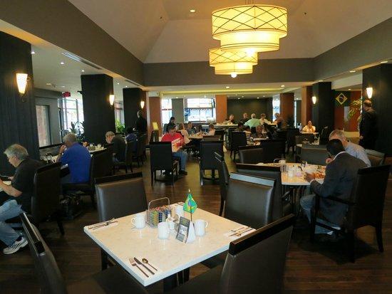 Hilton Vancouver Airport: Cavu, restaurant and breakfast area