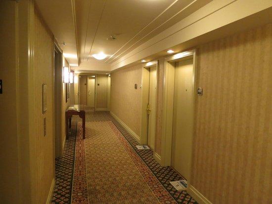 Hilton Vancouver Airport: Hallway, floor 16