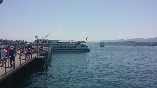 Zürichsee: One of the city ferries