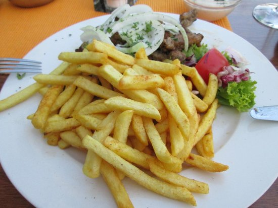 Park Hotel Superior: Gyros with Fried Potatoes, Salad, Onions and Coleslaw