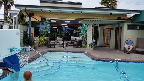 Best Western Plus Humboldt Bay Inn: Pool view 1