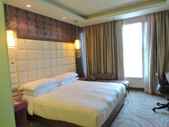 The Metropolitan Hotel & Spa: the rooms are same in Deluxe as well as Club room