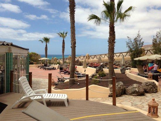 SENTIDO H10 Playa Esmeralda: abords piscine