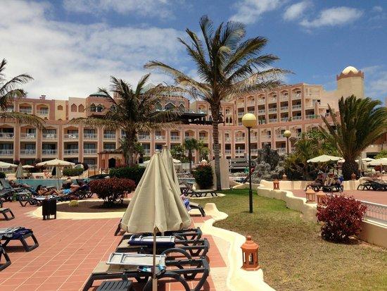 SENTIDO H10 Playa Esmeralda : abords piscine