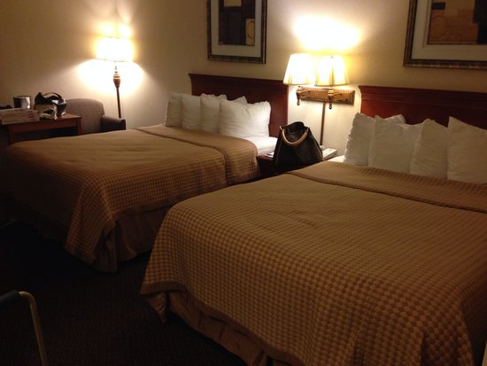 BEST WESTERN Crossroads of the Bluffs: Very very very clean rooms! Rooms even smell good!