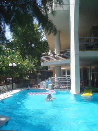 Kriti Beach Hotel : территория отеля