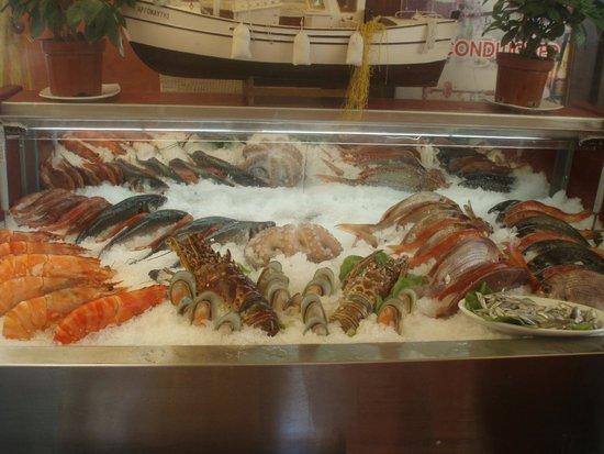 Kriti Beach Hotel : морепродукты в ресторане