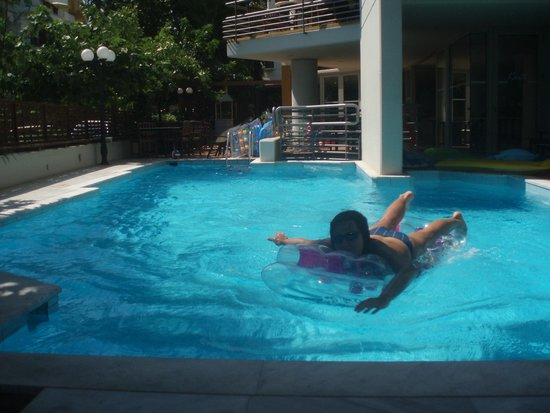 Kriti Beach Hotel : бассейн