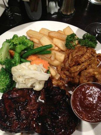 Safari Club Bar & Grill: Great food