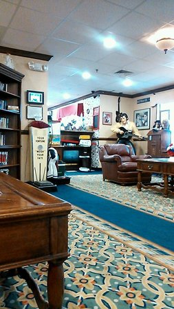 Baymont Inn & Suites Rockford: ロビー