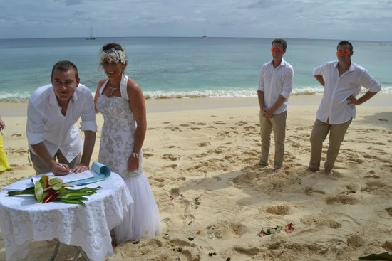 Tranquillity Island Resort & Dive Base: wedding day on Coongoola Beach