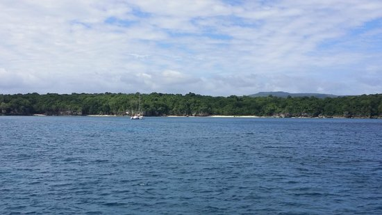 Tranquillity Island Resort & Dive Base: View from boar of Coongoola Beach