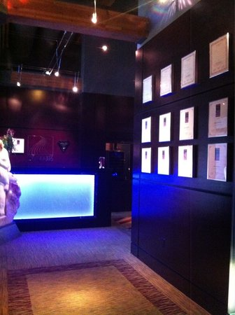 Seven Glaciers : Front lobby