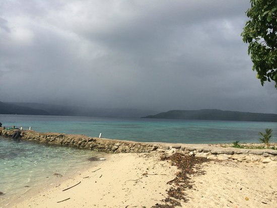 Tranquillity Island Resort & Dive Base: View from dive hut of jetty of rain shadow
