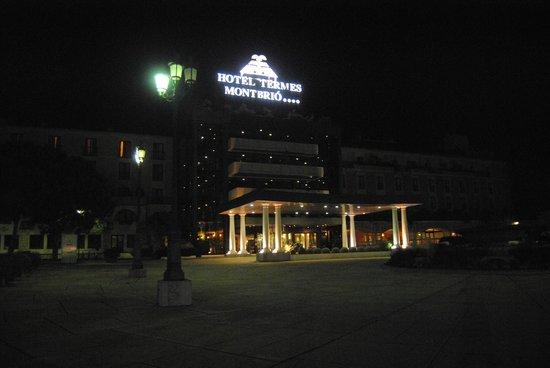 Hotel Termes de Montbrio - Resort Spa & Park: Entrada principal al Hotel