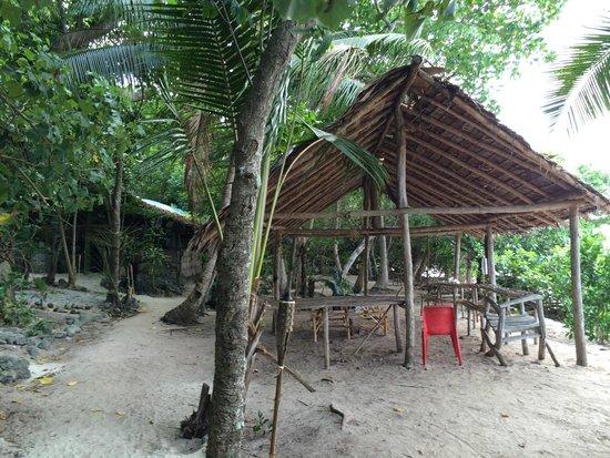 Tranquillity Island Resort & Dive Base: Front dinning hut