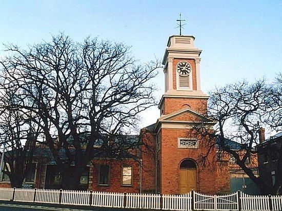 The Tench (Penitentiary Chapel Historic Site): Vue de face de la chapelle.