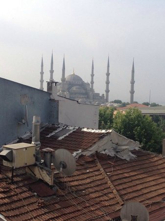 Old City Hostel: Rooftop view while breakfasting