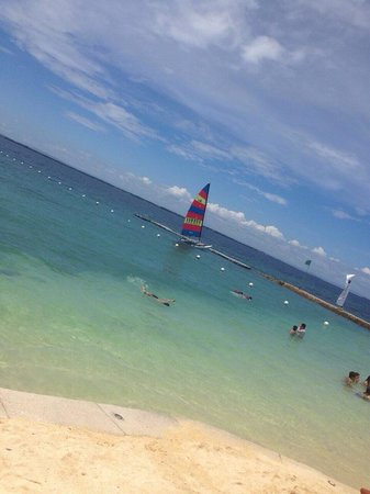Crimson Resort and Spa, Mactan: Midday heaven.