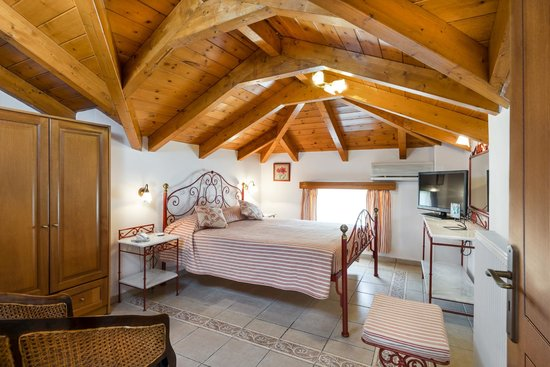 Andreolas Luxury Suites : Honeymoon getaway