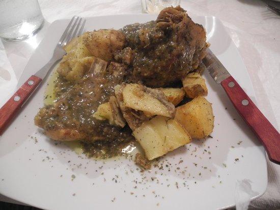 Tzi-Tzi Taverna : Braised goat main course