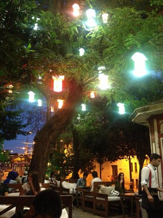 Green Corner Cafe and Restaurant: Smoking area