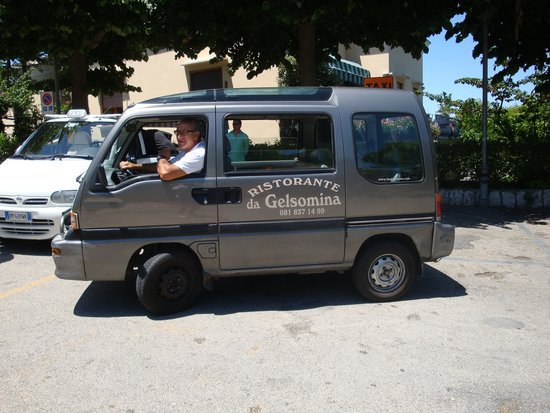 Blue Grotto Tours: Tiny minivan that took us up to the restaurant