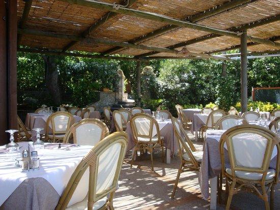 Blue Grotto Tours: Inside restaurant