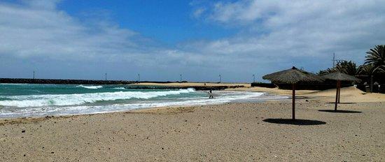 HD Beach Resort: Plage de l'hôtel fin mai 2014