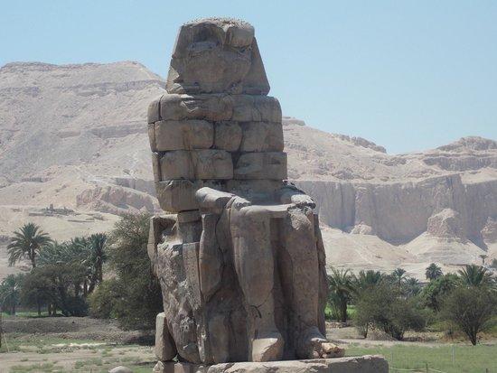 Egypt Tours Portal Day Trips: египетская статуя.