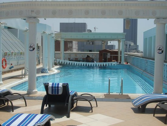 Crowne Plaza Abu Dhabi: Roof top pool