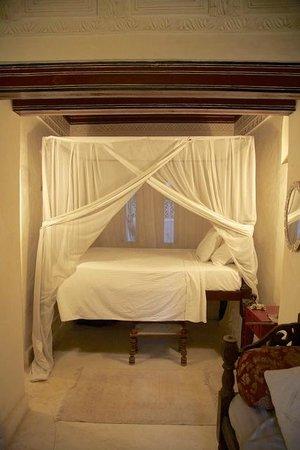 Baytil Ajaib: Beautiful 4-poster bed