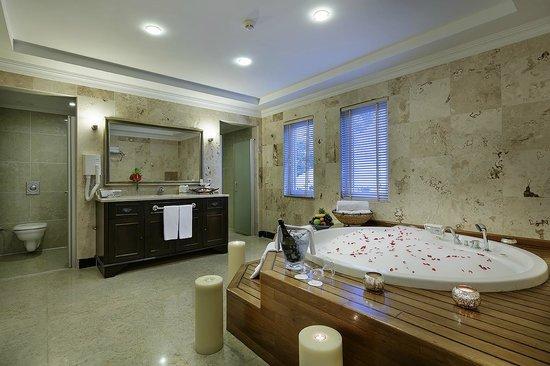 Papillon Ayscha: Deluxe Villa Bathroom
