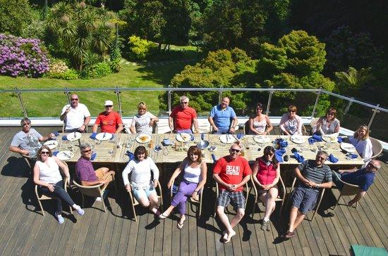 Fermain Valley Hotel: Eating on pool terrace.