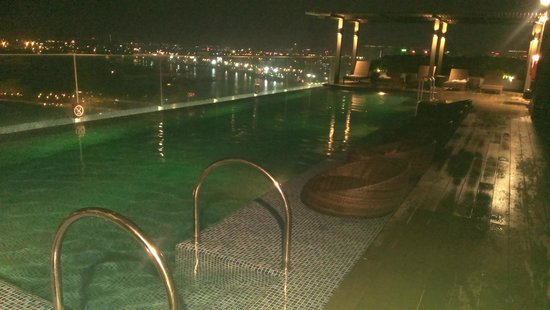 Liberty Central Saigon Riverside Hotel : Бассейн