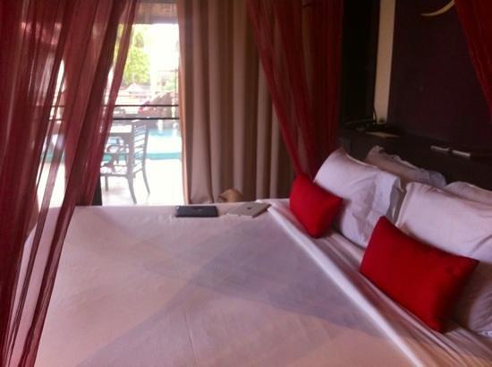 The Briza Beach Resort Samui: comfy bed