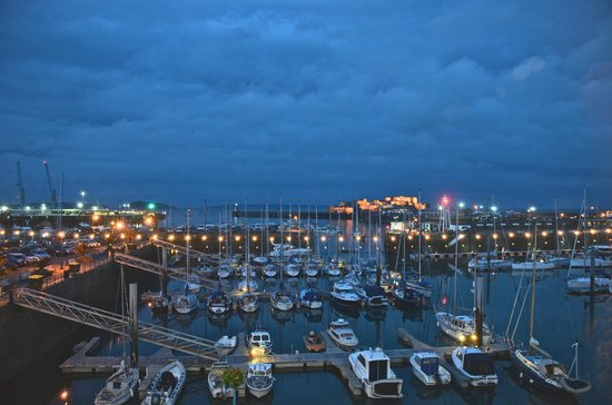 Fermain Valley Hotel: St peters port from inside Le Nautica