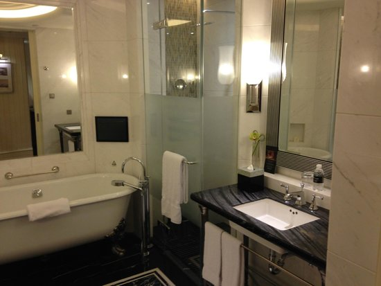 Fairmont Peace Hotel : バスルーム