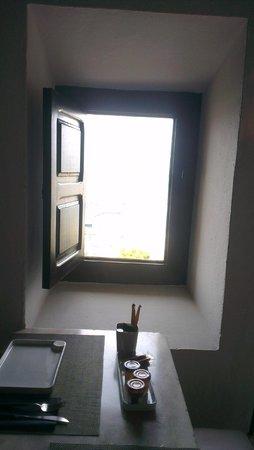 La Torre del Canonigo: Peek a boo window