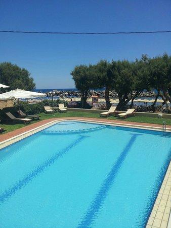 Aphrodite Beach Hotel: Vista dal bar