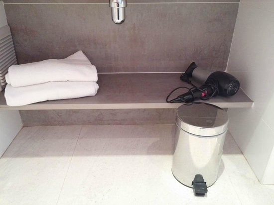 BEST WESTERN Le Lavarin : Hairdryer